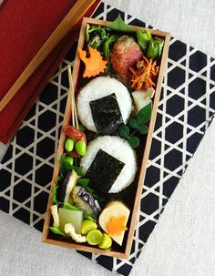 Tasteful Healthy Lunch Ideas with High Nutrition for Beloved Family Japanese Bento Box, Japanese Food, Japanese Meals, Lunch Box Bento, Lunch Boxes, Sushi, Cute Bento, Bento Recipes, Cute Food