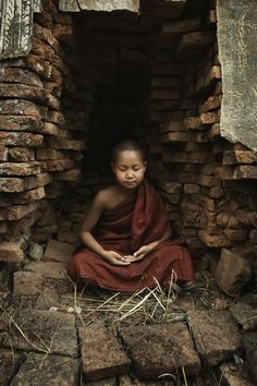 meditation - little monk of inle lake