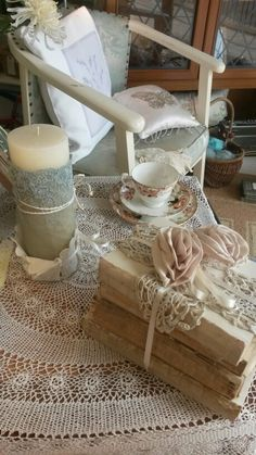 Old books, candle and lace tablecloth. Charity Shop Display Ideas, Shop Ideas, Window Dressings, Shop Window Displays, Old Books, Vintage Pink, Projects To Try, Craft Ideas, Candles
