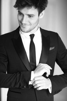 Tuxedo Lessons: Behind-the-Scenes with Roo Panes at The 2012 Met Gala - Esquire Creative Black Tie, Little Hotties, Designer Tuxedo, Shopping Queen, Man About Town, Tuxedo Dress, Tie Styles, Black Suits, Suit And Tie