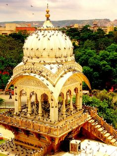 visitheworld:        Pigeons invading Birla Temple in Jaipur, India (by Saad.Akhtar).