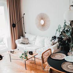 """Wnętrzności - wnętrza i życie na Instagramie: """"Dobry wieczór! Jak ten czas szybko leci! Dzisiaj na zdjęciach widzicie czas obecny vs 2.10.2018. (Wystarczy przesunąć palcem) Która opcja…"""" Table, Furniture, Home Decor, Decoration Home, Room Decor, Tables, Home Furnishings, Home Interior Design, Desk"""