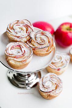 Róże jabłkowo - marcepanowe Almond Paste, Apple Roses, Bakewell, Dessert Recipes, Desserts, Cheesecake, Good Food, Sweets, Cookies