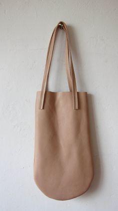 Powder pink leather bag por chrisvanveghel en Etsy, €125.00