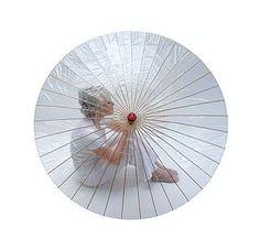 Bahn dir deinen Weg durch den Regen im Großstadtdschungel ganz umweltbewusst! Mit dem trendigen Regenschirm aus Bambus und vollständig kompostierbarer Kunststoffhaut.