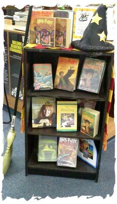 Library Displays- in love with this just because it's HP lol