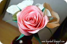 DIY: paper rose tutorial with pdf template Paper Flowers Diy, Paper Roses, Handmade Flowers, Flower Crafts, Diy Paper, Fabric Flowers, Paper Crafts, Diy Crafts, Paper Art