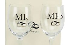 Stylish and elegant in design, with black lettering, this set is sure to appeal to most. It comes in a lovely presentation box with a matching wedding ring design. #newlyweds #weddinggifts #romanticgifts