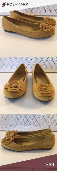 ⭐️JACK ROGERS SUEDE FLATS 💯AUTHENTIC JACK ROGERS SUEDE FLATS 100% AUTHENTIC. SO PRETTY AND STYLISH ! LOVELY MUSTARD YELLOW SUEDE. THEY ARE A SIZE 10. COUPLE TINY SMUDGES AS SEEN IN PICTURES. Jack Rogers Shoes Flats & Loafers