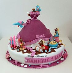 Do you think the mice also made this Cinderella Cake? | Disney cake |