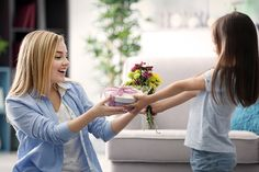 Anne, sadece belirli bir günde hatırlanacak, hediye alınarak geçiştirilecek ve yılın sadece 1 gününde mutlu edilecek birisi değildir.  Anneler Günü Hediyesi   Mother's Day   Diy gifts