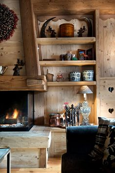 Woodsy and cozy. Chalet Interior, Interior Design, Ski Decor, Home Decor, Cabins And Cottages, Rustic Interiors, Log Homes, Sweet Home, House Design