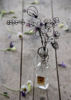 Our new fall flowers LOL Wire Crafts, Metal Crafts, Diy And Crafts, Wire Flowers, Paper Flowers, Art Du Fil, Twisted Metal, Diy Décoration, Beads And Wire