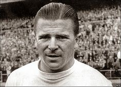 Ferenc Puskás aka Pancho - the most famous Hungarian soccer player ever… Good Soccer Players, Football Players, Ronaldo, Real Madrid, Past Present Future, Hungary, Liverpool, History, Sports