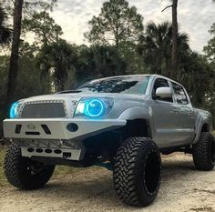 Top 8 Excellent and Powerful Toyota Tacoma Camping Pictures Gallery Toyota Tacoma 4x4, Tacoma Truck, Toyota Tundra, Toyota Trucks, Toyota Cars, Toyota Celica, Toyota Lift, Tacoma World, Future Trucks