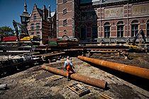 Het Rijksmuseum Amsterdam ondergaat de grootste renovatie en restauratie in zijn geschiedenis. Het gebouw van architect Cuypers dateert uit 1885 en is een uniek historisch monument. De aanpassingen aan de eisen van de tijd mogen daarom geen afbreuk doen aan het oorspronkelijke ontwerp. Na de verbouwing is het een modern gebouw voor een miljoenenpubliek en behoort het weer tot de internationale top van toonaangevende musea.