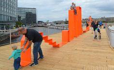 Em Copenhague, calçadas são transformadas em espaços para brincadeira