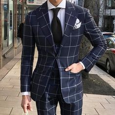 Fit is A Must In Wearing Clothes – World Trends Fashion Best Suits For Men, Cool Suits, Guys In Suits, Gentleman Mode, Gentleman Style, Mens Fashion Blog, Mens Fashion Suits, Suit Combinations, Mode Costume