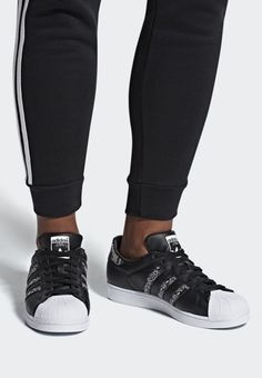 save off 52ade 5b6ea adidas Originals SUPERSTAR SHOES - Matalavartiset tennarit - black white -  Zalando.fi