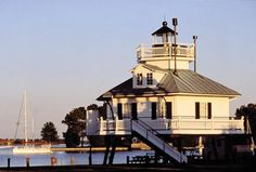 Learn about the Cities and Towns in Maryland along the Chesapeake Bay, The towns along the Bay offer a wide range of recreational activities and have a variety of accommodations, restaurants, museums, attractions for kids, shopping venues and nightlife options.