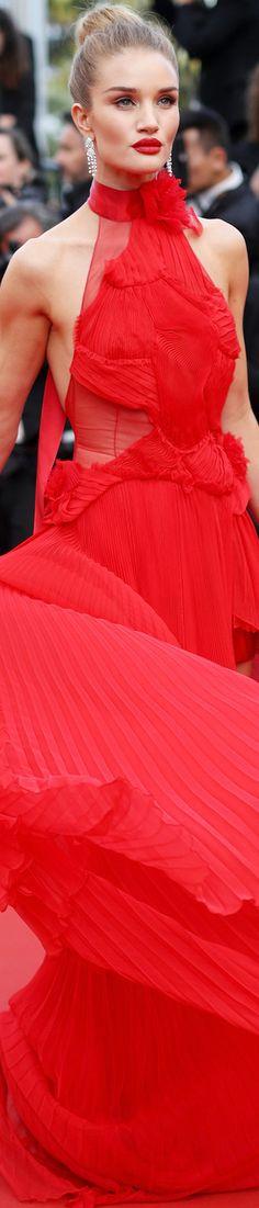 Red Carpet Hair Looks : Rosie Huntington Whiteley in Alexandre Vauthier 2016 Cannes Film Festival Red Fashion, Red Carpet Fashion, Womens Fashion, Rosie Huntington Whiteley, Palais Des Festivals, Red Gowns, Glamour, Red Carpet Looks, Cannes Film Festival