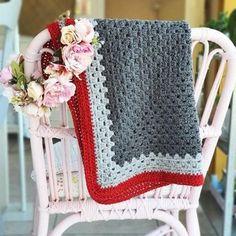 Couverture bébé crochetée laine grise et rouge pour une | Etsy Granny Square, Boutique, Blanket, Etsy, Projects, Gray, White Box, Red, Log Projects