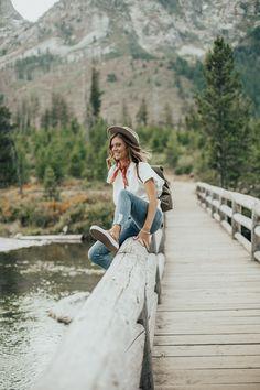Fall Style // Grand Teton National Park Mountain Fashion, Mountain Style, Mountain Photos, Adventure Aesthetic, Travel Aesthetic, Hiking Photography, Outdoor Photography, Travel Pose, Travel Photos