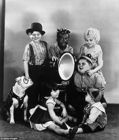 Fulllength studio portrait of the cast of the 'Our Gang' short film comedies Clockwise Pete the Pup an American bulldog Harry Spear Allen 'Farina'. Comedy Movies For Kids, Old Hollywood Stars, Classic Hollywood, Child Actors, Precious Children, Classic Tv, Studio Portraits, Funny Cartoons, Short Film