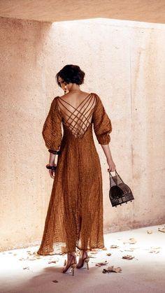 Things That Inspire - Damen Mode 2019 Look Fashion, Womens Fashion, Fashion Tips, Nice Dresses, Summer Dresses, Casual Dresses, Paris Mode, Gold Dress, Mode Style