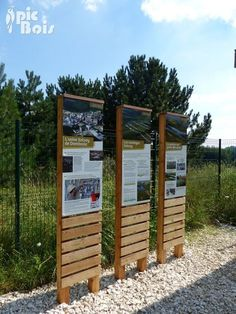 Outdoor Signage, Outdoor Art, Environmental Graphic Design, Environmental Graphics, Totems, Le Totem, Wayfinding Signs, Photography Exhibition, Garden Signs