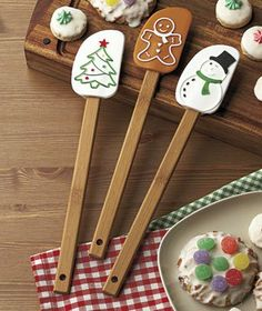 "Amazon.com: Spoonula Holiday Gift Set of three (3) - Silicone head - 12 "" bamboo handle - Gingerbread man; Snowman; Christmas Tree -Stocking..."