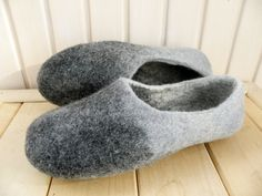 Grey felted slippers: simple grey. Women house shoes. Grey cozy home shoes for women. Wool slippers. Gray house shoes Felted slippers