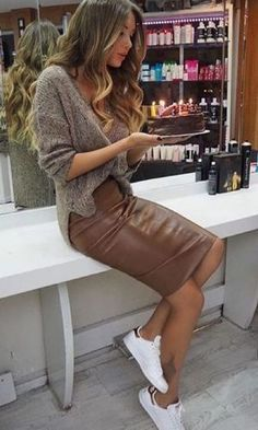 Brown veggie leather pencil skirt paired with oversized knit sweater and white sneakers for comfy yet stylish look. Winter Trends, Summer Trends, Look Fashion, Autumn Fashion, Womens Fashion, Fashion Styles, Skirt Fashion, Casual Chic Fashion, Street Fashion