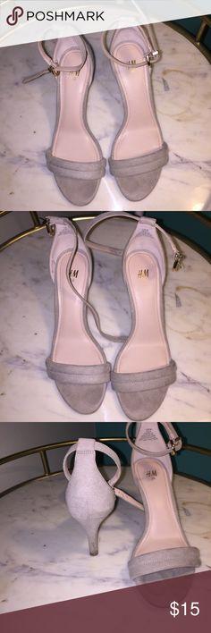 ⭐️GRAY KITTEN HEELS⭐️ Gray kitten heels from h&m! Worn once for a photo shoot! Make me an offer! H&M Shoes Heels