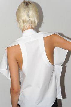 uemulo munenoli back detailing Fashion Details, Fashion Design, White Shirts, White Fashion, Dress Backs, Women Wear, Street Style, Style Inspiration, My Style