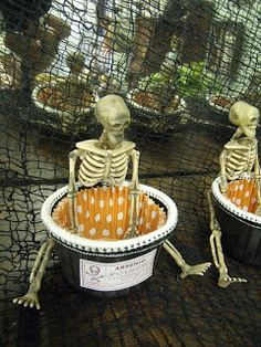 Pollyanna Reinvents: Oh So Spooky Nut Cups!
