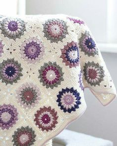Transcendent Crochet a Solid Granny Square Ideas. Inconceivable Crochet a Solid Granny Square Ideas. Crochet Motifs, Crochet Squares, Crochet Blanket Patterns, Crochet Blankets, Baby Afghan Patterns, Granny Pattern, Motifs Granny Square, Granny Square Blanket, Granny Squares