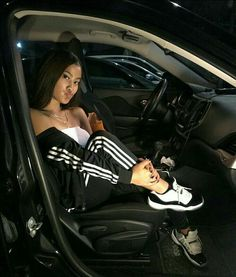 those concords tho ! Chill Outfits, Trendy Outfits, Cute Outfits, Fashion Outfits, Looks Adidas, Car Poses, Instagram Pose, Looks Black, Elegantes Outfit