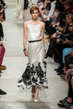 Chanel Resort 2014 - Review - Fashion Week - Runway, Fashion Shows and Collections - Vogue - Vogue