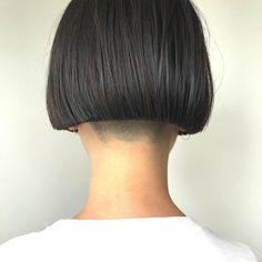 高木貴雄さんはInstagramを利用しています:「ピアスがギリギリ見えるくらいに。 カットラインにはしっかりとこだわりを持って。 #velohairsalon #vetica#shorthair #bobhair #刈り上げ」