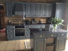 Country Kitchen, New Kitchen, Cabin Kitchens, Cozy Cabin, Kitchen Cabinets, Sims, House Ideas, Interiors, Home Decor
