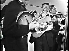 "Recorded to be aired on CBS's Judy Garland Show. The Dillards (Doug Dillard, Rodney Dillard, Dean Webb and Mitch Jayne) play ""Buckin' Mule"". The Dillards, Old Music, Judy Garland, Banjo, Playing Guitar, Cool Bands, Country Music, Missouri, Dean"