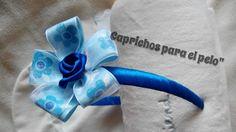 Diadema azulona con decoracion de flor