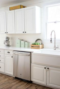 Farmhouse kitchen with Benjamin Moore Simply White
