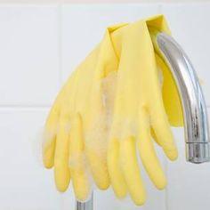Müffelt deine frisch gewaschene Wäsche, wenn sie aus der Waschmaschine kommt? Dann solltest du diesen Trick ausprobieren, der nicht nur einfach, sondern ...