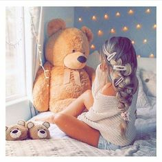 The hair is nice an all but look at the giant teddy bear 🧸🥰 Giant Teddy, Big Teddy, Teddy Girl, Fall Outfits, Cute Outfits, Summer Outfits, Fashion Magazin, Teddy Bear Pictures, Outfit Look