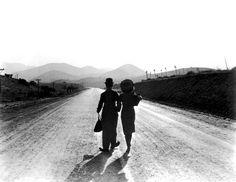 Charlie Chaplin and Paulette Goddard in Chaplin's Modern Times (1936).