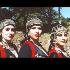 "Tribal ""Gypsy"" bellydancers - not Romani - racist"
