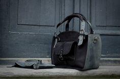 Ledertaschen - Handtasche Leder mit langem Riemen - ein Designerstück von ladybuqartstudio bei DaWanda
