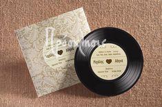 Προσκλητήρια γάμου με αρωματικά χαρτιά και ιδιαίτερες υφές! #prosklitiria #gamos #proskliseis #prosklisis #wedding #invitations #vinilio #diskos
